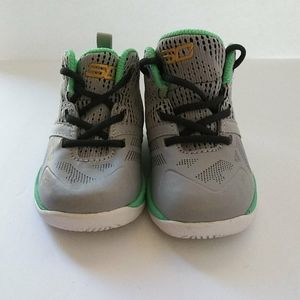 NWOT BABY SIZE 4 UNDER ARMOUR SNEAKERS